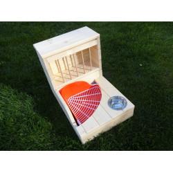 Seník s miskou a prostorem pro rohové WC