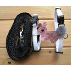 Postroj s vodítkem a aplikací černobílý s králíčkem